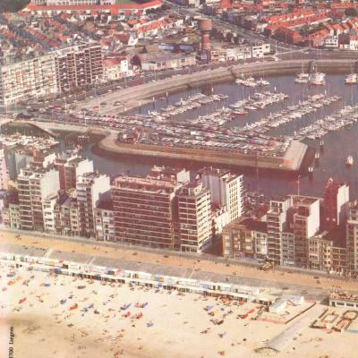 Luchtfoto strand en haven